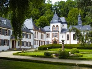 Schloss Dagstuhl (https://www.flickr.com/photos/slurm/2709725462)